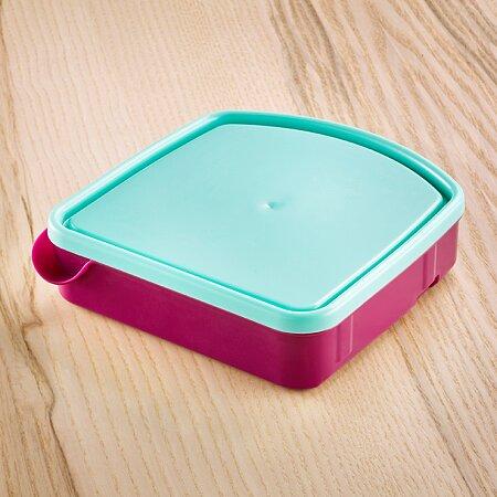 Při důkladném uzavření nepropustí vniřní box ani tekuté pokrmy