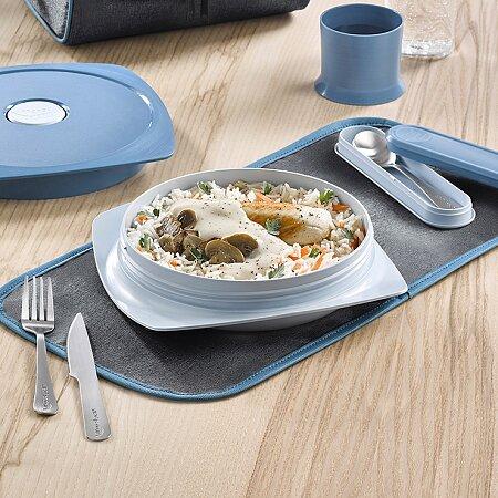 Díky zakulaceným rohům se s talířem dobře manipuluje