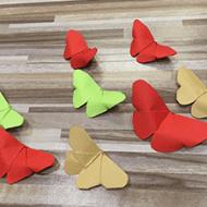 Jednoduchý motýlek z papíru